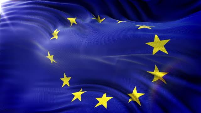 flagge der europäischen union winken auf sonne. seamless loop mit hochdetaillierten stoff. schleife fertig in 4 k auflösung. - europäische union stock-videos und b-roll-filmmaterial