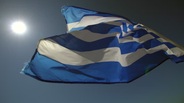 vídeos de stock, filmes e b-roll de bandeira da grécia - cultura grega