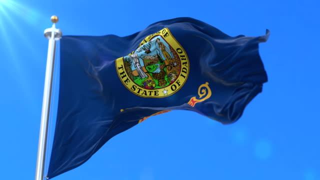 vidéos et rushes de drapeau d'état de l'idaho, région du nord-ouest des états-unis d'amérique - boucle - alaska état américain
