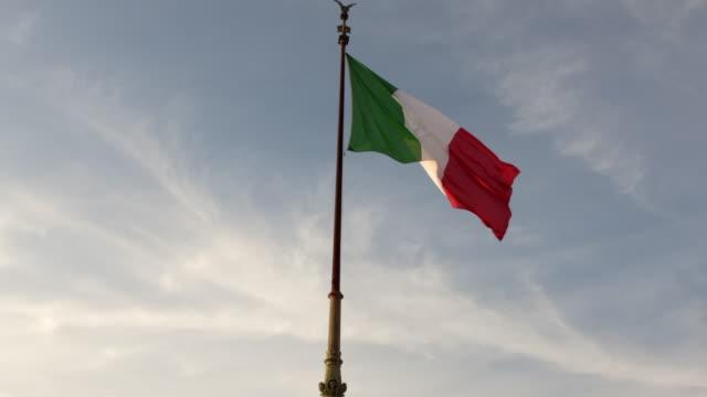 flag of italy - milan fiorentina video stock e b–roll