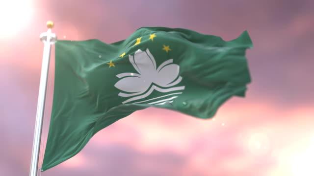 Bandera de Macao ondeando al viento al atardecer en bucle lento, - vídeo