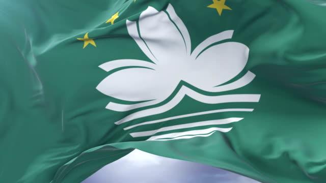 Bandera de Macao ondeando en el viento con cielo azul en bucle lento, - vídeo