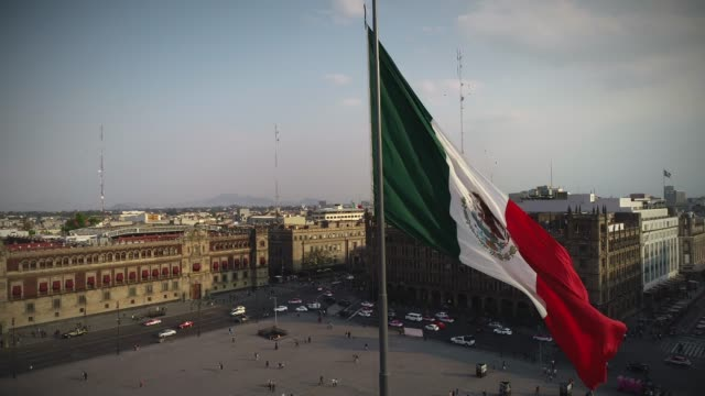 flag of mexico - город мехико стоковые видео и кадры b-roll