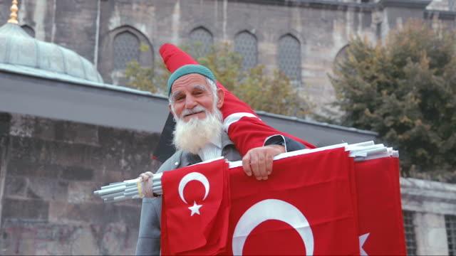 флаг продавец в стамбуле - турция стоковые видео и кадры b-roll