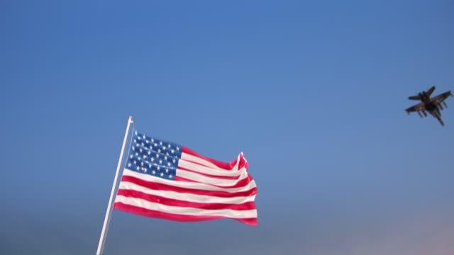 vídeos y material grabado en eventos de stock de bandera de ee.uu. con la fuerza aérea - air force