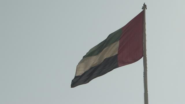 flags and flagpoles - uae flag filmów i materiałów b-roll