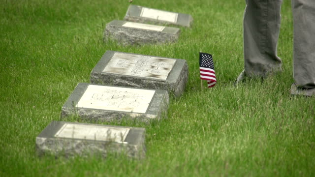us flags being placed in front of graves - memorial day stok videoları ve detay görüntü çekimi