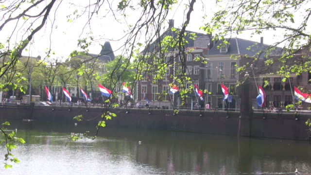 stockvideo's en b-roll-footage met flags half mast at 4th may remembrance - den haag