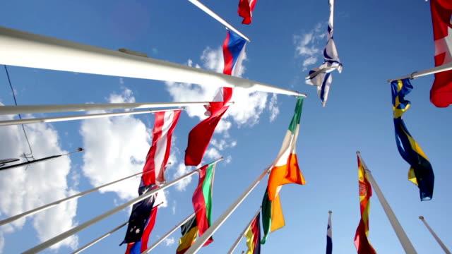 flagi w różnych krajach flapping w niebo - państwo lokalizacja geograficzna filmów i materiałów b-roll