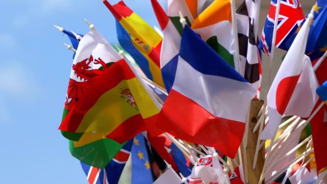 4 k yavaş 60fps farklı ülkelerin bayrakları - amerika kıtası stok videoları ve detay görüntü çekimi