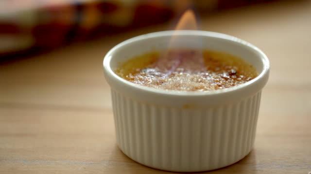 vídeos y material grabado en eventos de stock de llama de la crème brûlée - comida española