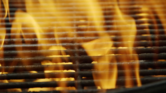 flames dance in an outdoor barbecue grill - alla griglia video stock e b–roll