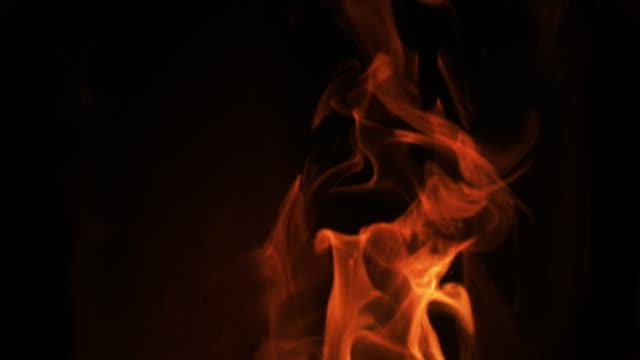 lågor i en pelletskamin, slow motion 4k - flames bildbanksvideor och videomaterial från bakom kulisserna