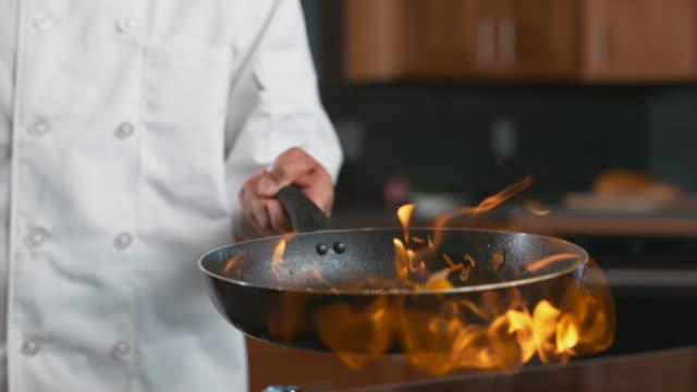 flammande stek i super slow motion - frying pan bildbanksvideor och videomaterial från bakom kulisserna