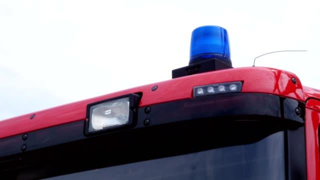 vídeos y material grabado en eventos de stock de intermitente de la sirena de un coche de bomberos - brigada