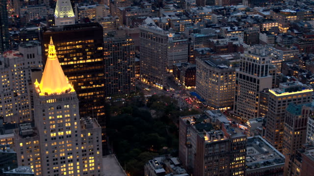 AERIAL: Flatiron Building icon at the intersection of Broadway & 5th ave at dusk video
