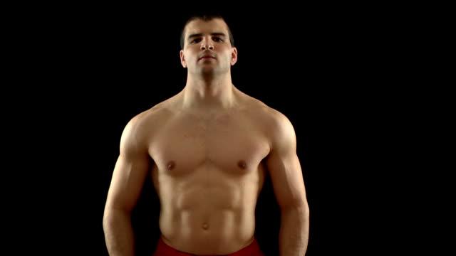 napinać mięśnie - napinać mięśnie filmów i materiałów b-roll