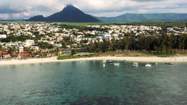 flic en flac beach on the west coast of mauritius - isole mauritius video stock e b–roll