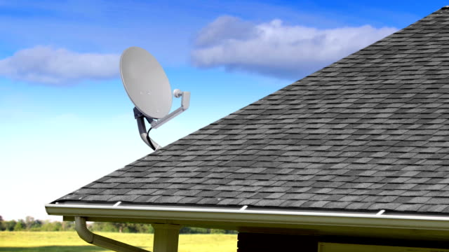 stockvideo's en b-roll-footage met flicking satellite dish off rooftop - serviesgoed