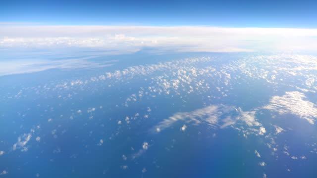 4 k で雲の上の飛行 - 層積雲点の映像素材/bロール