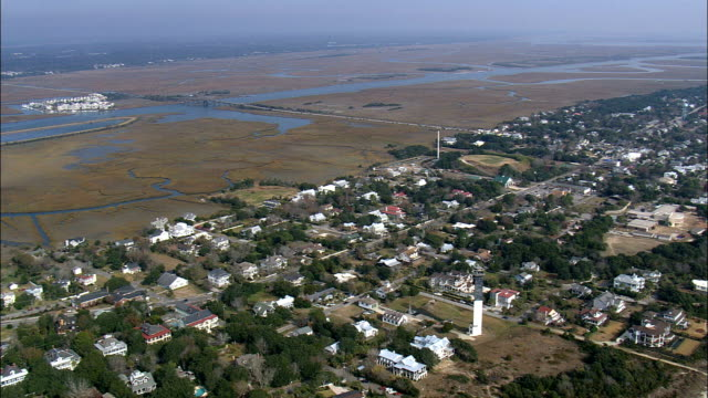 flight and pan across sullivan island  - aerial view - south carolina,  charleston county,  united states - wyspa land feature filmów i materiałów b-roll