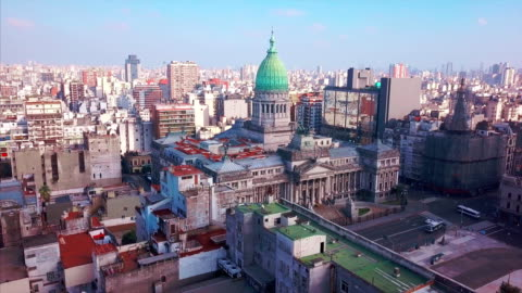 volo intorno all'edificio del congresso - america latina video stock e b–roll