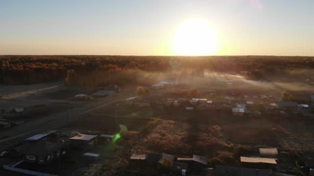 vídeos de stock e filmes b-roll de flight at dawn over the siberian village in autumn - sibéria