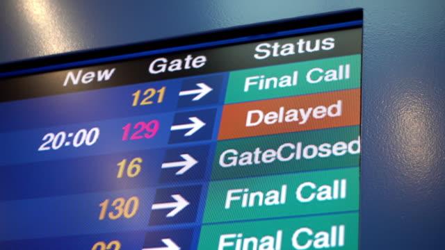 flight delay and final call in airplane board airport - табло вылетов и прилётов стоковые видео и кадры b-roll