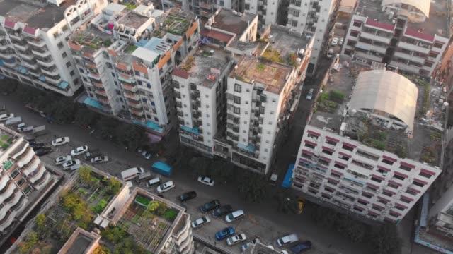中国地域における住宅上斜め飛行 - 中国 広州市点の映像素材/bロール