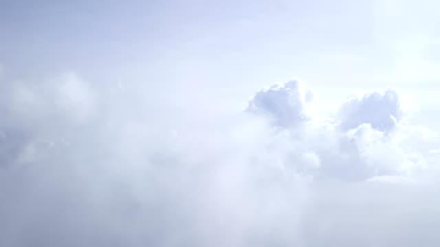 flight in the clouds in 4k - volo con parapendio video stock e b–roll