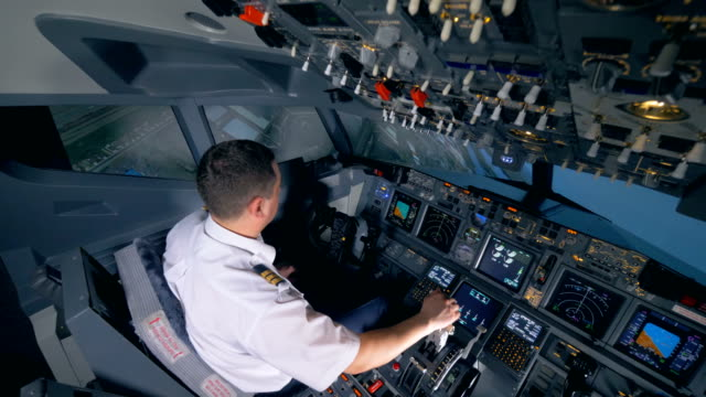 flight instructor is performing a descent working with a flight simulator - pilota video stock e b–roll