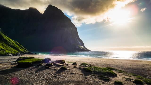 flyg över arktiska stranden maria i motljus, lofoten öarna, norge - norge bildbanksvideor och videomaterial från bakom kulisserna