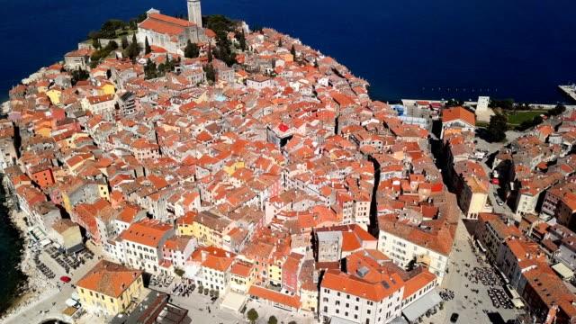 flight over harbor and old town rovinj, istria, croatia. - хорватия стоковые видео и кадры b-roll