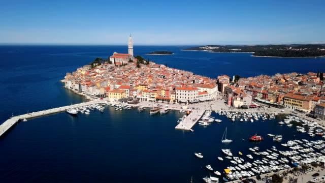 flight over harbor and old town rovinj, istria, croatia - хорватия стоковые видео и кадры b-roll