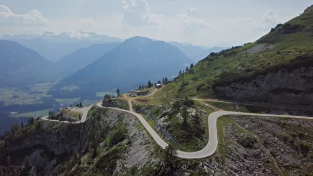 flyg över av förlorare panorama-väg altaussee i salzkammergut, österrike. - videor med salzburg bildbanksvideor och videomaterial från bakom kulisserna
