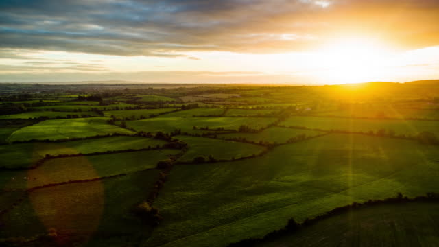 flight over rural landscape in ireland - spektakularny krajobraz filmów i materiałów b-roll