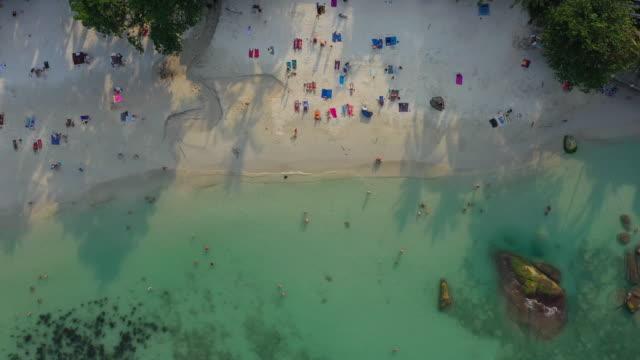 サムイ島の上の飛行時間有名なビーチ空中トップダウンパノラマ4kタイ - サムイ島点の映像素材/bロール