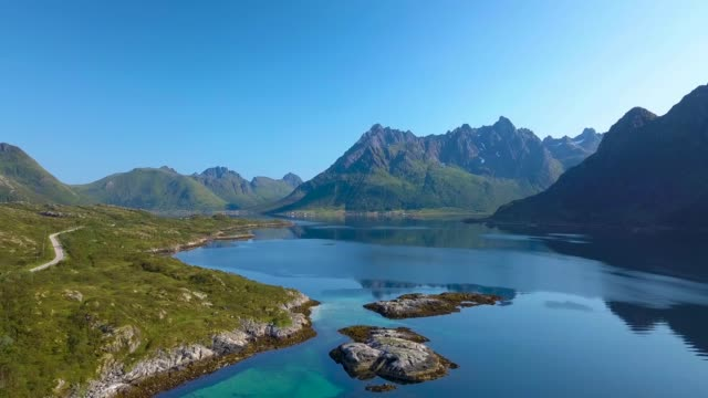 vídeos de stock e filmes b-roll de flight over the fjord - arquipélago