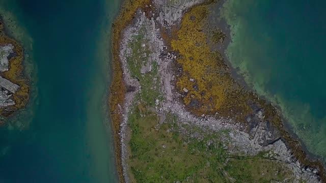 vídeos de stock e filmes b-roll de flight over the islands archipelago - arquipélago