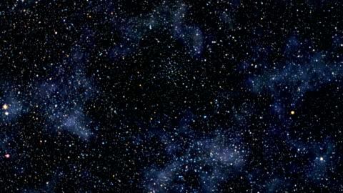 vídeos de stock e filmes b-roll de vôo através do campo de estrelas - deserto