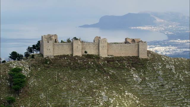 フライトに上昇 オベcastellaccio -航空写真シチリア、州の パレルモ 、monreale,イタリア - モンレアーレ点の映像素材/bロール