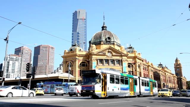 メルボルンのフリンダースストリート駅 - オーストラリア メルボルン点の映像素材/bロール