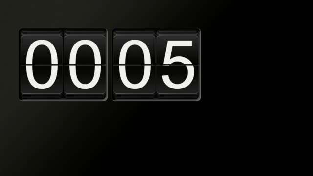 flip clock animation counting from 00:00 to 01:00 with white numbers on black background - analogico video stock e b–roll