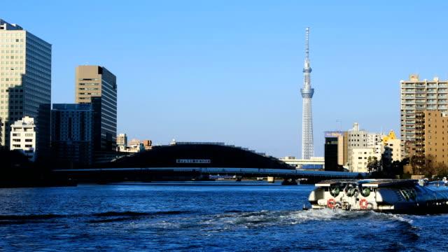 floating boat near tokyo sky tree at eitaibashi bridge - summer background стоковые видео и кадры b-roll