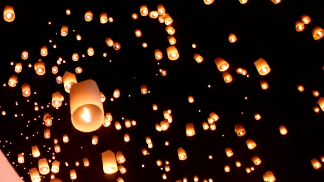 Floating lantern festival(yee peng lanna)in Chiang Mai, Thailand video