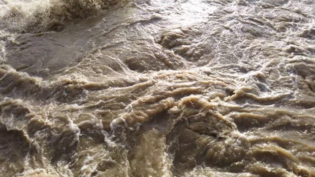 Hochwasser Arno Fluss in der Nähe von Network Town – Video