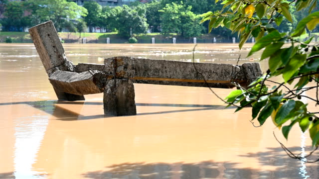 flood with lots of man made trashes floating - vídeo