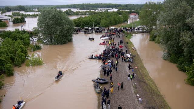 operazione di soccorso inondazioni - uragano video stock e b–roll