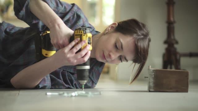 Floor drill woman video