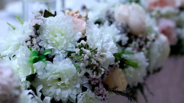 composizione di fiori alla cerimonia di nozze - trillium video stock e b–roll